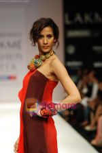Model walks the ramp for Nachiket Barve Show at Lakme Winter fashion week day 3 on 19th Sept 2010 (23).JPG