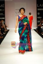 Model walks the ramp for Nachiket Barve Show at Lakme Winter fashion week day 3 on 19th Sept 2010 (24).JPG
