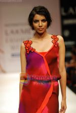 Model walks the ramp for Nachiket Barve Show at Lakme Winter fashion week day 3 on 19th Sept 2010 (37).JPG