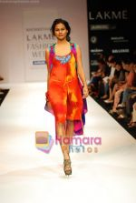 Model walks the ramp for Nachiket Barve Show at Lakme Winter fashion week day 3 on 19th Sept 2010 (46).JPG