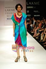 Model walks the ramp for Nachiket Barve Show at Lakme Winter fashion week day 3 on 19th Sept 2010 (6).JPG