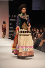 Model walks the ramp for Nandita Thirani Show at Lakme Winter fashion week day 3 on 19th Sept 2010 (16).JPG