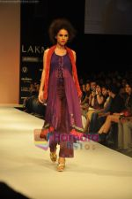 Model walks the ramp for Nandita Thirani Show at Lakme Winter fashion week day 3 on 19th Sept 2010 (22).JPG