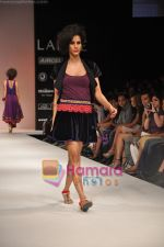 Model walks the ramp for Nandita Thirani Show at Lakme Winter fashion week day 3 on 19th Sept 2010 (24).JPG