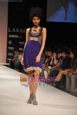 Model walks the ramp for Nandita Thirani Show at Lakme Winter fashion week day 3 on 19th Sept 2010 (41).JPG