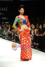 Model walks the ramp for Purvi Doshi Show at Lakme Winter fashion week day 3 on 19th Sept 2010 (12).JPG