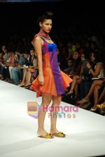 Model walks the ramp for Purvi Doshi Show at Lakme Winter fashion week day 3 on 19th Sept 2010 (41).JPG