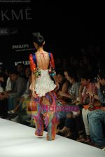 Model walks the ramp for Purvi Doshi Show at Lakme Winter fashion week day 3 on 19th Sept 2010 (48).JPG