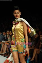 Model walks the ramp for Purvi Doshi Show at Lakme Winter fashion week day 3 on 19th Sept 2010 (62).JPG