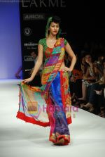 Model walks the ramp for Purvi Doshi Show at Lakme Winter fashion week day 3 on 19th Sept 2010 (69).JPG