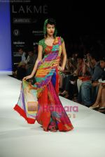 Model walks the ramp for Purvi Doshi Show at Lakme Winter fashion week day 3 on 19th Sept 2010 (70).JPG