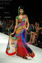Model walks the ramp for Purvi Doshi Show at Lakme Winter fashion week day 3 on 19th Sept 2010 (71).JPG