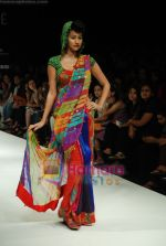 Model walks the ramp for Purvi Doshi Show at Lakme Winter fashion week day 3 on 19th Sept 2010 (72).JPG