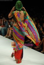 Model walks the ramp for Purvi Doshi Show at Lakme Winter fashion week day 3 on 19th Sept 2010 (79).JPG