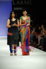 Model walks the ramp for Purvi Doshi Show at Lakme Winter fashion week day 3 on 19th Sept 2010 (86).JPG