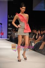 Model walks the ramp for Rajat Tangri Show at Lakme Winter fashion week day 3 on 19th Sept 2010 (28).JPG