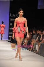 Model walks the ramp for Rajat Tangri Show at Lakme Winter fashion week day 3 on 19th Sept 2010 (32).JPG