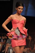 Model walks the ramp for Rajat Tangri Show at Lakme Winter fashion week day 3 on 19th Sept 2010 (34).JPG