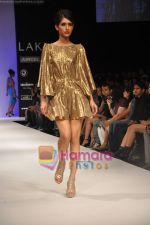 Model walks the ramp for Rajat Tangri Show at Lakme Winter fashion week day 3 on 19th Sept 2010 (39).JPG