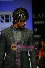 Model walks the ramp for Sanjay Hingu Show at Lakme Winter fashion week day 3 on 19th Sept 2010 (14).JPG