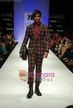 Model walks the ramp for Sanjay Hingu Show at Lakme Winter fashion week day 3 on 19th Sept 2010 (22).JPG