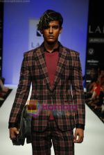 Model walks the ramp for Sanjay Hingu Show at Lakme Winter fashion week day 3 on 19th Sept 2010 (24).JPG