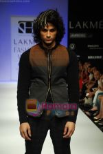 Model walks the ramp for Sanjay Hingu Show at Lakme Winter fashion week day 3 on 19th Sept 2010 (28).JPG