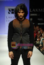 Model walks the ramp for Sanjay Hingu Show at Lakme Winter fashion week day 3 on 19th Sept 2010 (29).JPG
