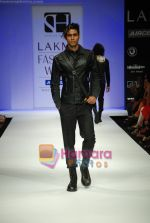 Model walks the ramp for Sanjay Hingu Show at Lakme Winter fashion week day 3 on 19th Sept 2010 (30).JPG