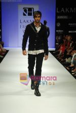 Model walks the ramp for Sanjay Hingu Show at Lakme Winter fashion week day 3 on 19th Sept 2010 (35).JPG