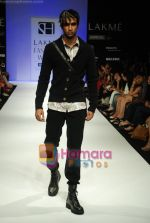 Model walks the ramp for Sanjay Hingu Show at Lakme Winter fashion week day 3 on 19th Sept 2010 (38).JPG