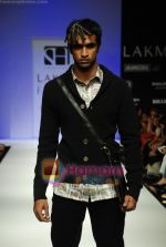 Model walks the ramp for Sanjay Hingu Show at Lakme Winter fashion week day 3 on 19th Sept 2010 (39).JPG