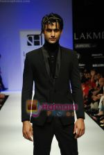 Model walks the ramp for Sanjay Hingu Show at Lakme Winter fashion week day 3 on 19th Sept 2010 (50).JPG
