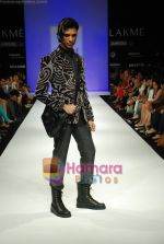 Model walks the ramp for Sanjay Hingu Show at Lakme Winter fashion week day 3 on 19th Sept 2010 (62).JPG