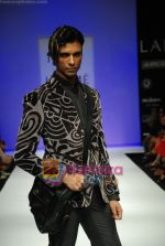 Model walks the ramp for Sanjay Hingu Show at Lakme Winter fashion week day 3 on 19th Sept 2010 (63).JPG