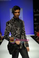 Model walks the ramp for Sanjay Hingu Show at Lakme Winter fashion week day 3 on 19th Sept 2010 (64).JPG