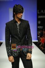 Model walks the ramp for Sanjay Hingu Show at Lakme Winter fashion week day 3 on 19th Sept 2010 (69).JPG
