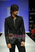 Model walks the ramp for Sanjay Hingu Show at Lakme Winter fashion week day 3 on 19th Sept 2010 (70).JPG