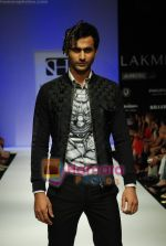 Model walks the ramp for Sanjay Hingu Show at Lakme Winter fashion week day 3 on 19th Sept 2010 (75).JPG