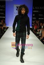Model walks the ramp for Sanjay Hingu Show at Lakme Winter fashion week day 3 on 19th Sept 2010 (76).JPG