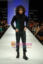 Model walks the ramp for Sanjay Hingu Show at Lakme Winter fashion week day 3 on 19th Sept 2010 (77).JPG