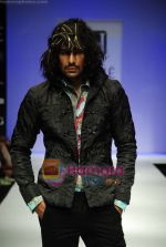 Model walks the ramp for Sanjay Hingu Show at Lakme Winter fashion week day 3 on 19th Sept 2010 (9).JPG