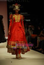 Model walks the ramp for V J Balhara Show at Lakme Winter fashion week day 3 on 19th Sept 2010 (15).JPG