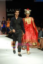 Model walks the ramp for V J Balhara Show at Lakme Winter fashion week day 3 on 19th Sept 2010 (18).JPG