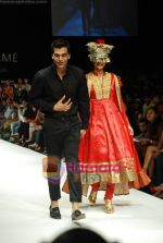 Model walks the ramp for V J Balhara Show at Lakme Winter fashion week day 3 on 19th Sept 2010 (20).JPG