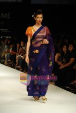 Model walks the ramp for V J Balhara Show at Lakme Winter fashion week day 3 on 19th Sept 2010 (45).JPG