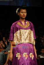 Model walks the ramp for V J Balhara Show at Lakme Winter fashion week day 3 on 19th Sept 2010 (54).JPG