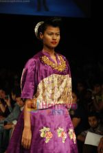 Model walks the ramp for V J Balhara Show at Lakme Winter fashion week day 3 on 19th Sept 2010 (56).JPG
