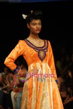 Model walks the ramp for V J Balhara Show at Lakme Winter fashion week day 3 on 19th Sept 2010 (58).JPG