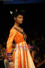 Model walks the ramp for V J Balhara Show at Lakme Winter fashion week day 3 on 19th Sept 2010 (59).JPG